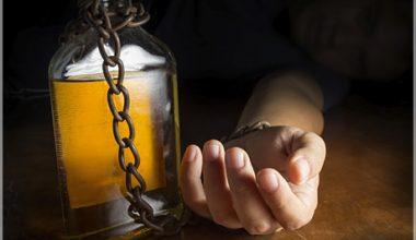 Psicólogos expertos hablan sobre los riesgos del consumo de drogas y alcohol