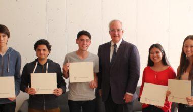 Estudiantes UAI reciben diploma en Ceremonia Beca Total