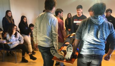 Taller de Primeros Auxilios: Estudiantes se capacitan para actuar frente a una emergencia